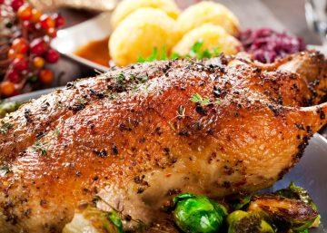 Gebratene Ente mit Kndel und balukraut